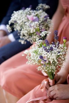 Small wedding bouquets for spring summer weddings / http://www.himisspuff.com/posy-small-wedding-bouquets/9/