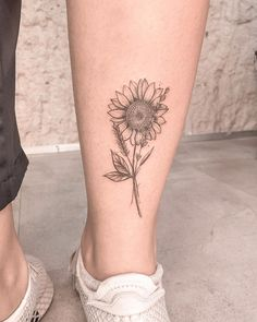 Female tattoos 220 trends for you to decide your . - Feminine tattoos 220 trends for you to decide yours – – # - Rosa Tattoos, Mini Tattoos, Small Tattoos, Tattoos For Guys, Tattoos For Women, Female Tattoos Small, Sunflower Tattoo Small, Sunflower Tattoos, S Tattoo