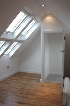 Loft conversion ideas - door at top of stairs Attic Loft, Loft Room, Bedroom Loft, Attic Renovation, Attic Remodel, Style At Home, Garage Loft, Loft Stairs, Attic Bedrooms