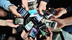 FIGAROVOX/TRIBUNE - Pour Théophane le Méné, la génération hyperconnectée est devenue accro aux smartphones, parfois au détriment des règles de politesse élémentaires.