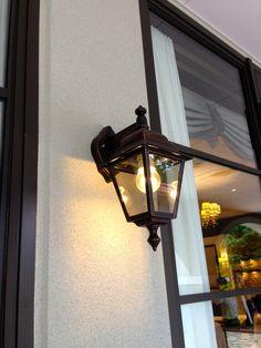 Corridor bracket light