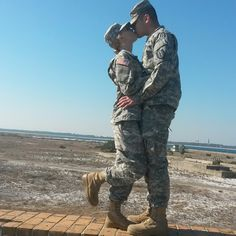 Military Female, Female Marines, Military Couples, Military Love, Female Soldier, Military Couple Pictures, Military Photos, Cute Couple Pictures, Marine Corps Humor