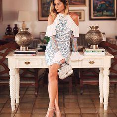 Azul e branco pra não perder o AMOR pela combinação né?! 💙 {Usem e abusem, esse vestido já é do inverno da @iorane! MARA né!?} #thassiastyle #ootn