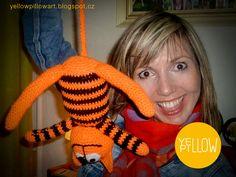 Kočko-tygr pro malo neteř Lindu Yellow Pillows, Dyi, Crochet Necklace, Fashion, Moda, Crochet Collar, La Mode, Fasion, Fashion Models
