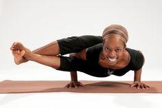 Postura das 8 curvas (Astavakrasana)   Yoga Poses   O seu guia de posturas de Yoga