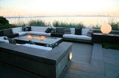 Contemporary by jonathan craggs garden design