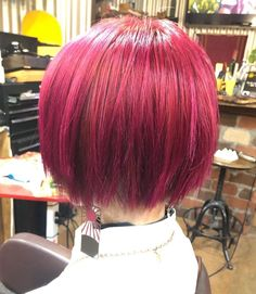 Natural red hair is breathtaking. It is a color that can't be replicated and makes short hair look stunning and unique. Although some of us aren't bor... Short Hair Trends, Short Hair Styles, Hair A, Your Hair, Red Hairstyles, Short Red Hair, Sleek Bob, Red Balayage, Natural Red Hair
