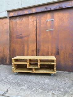 DIY Pallet Media console Table with Wheels | Pallet Furniture DIY