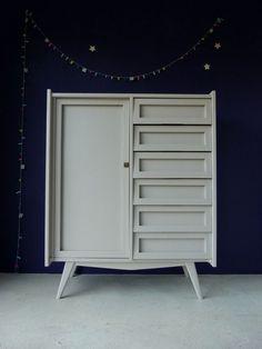 armoire vert de gris l 39 ext rieur et bleu p trole l. Black Bedroom Furniture Sets. Home Design Ideas