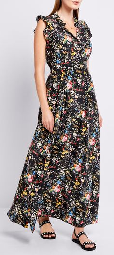 Fashion tips and a packing list for a vacation to Hudson, New York: A beautiful floral maxi dress can go from day to night seamlessly