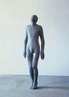 "Antony Gormley - ""Moment"", 1985. Escultura contemporanea. #arte #iconocero"