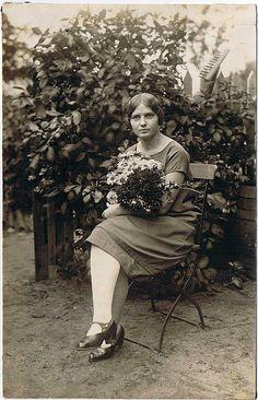 Same girl, but older....1920s?