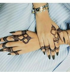Hanna Tattoo # ReversibleExpression ~ Switch Afrique - f Pretty Henna Designs, Modern Henna Designs, Henna Tattoo Designs Simple, Stylish Mehndi Designs, Mehndi Design Photos, Henna Designs Easy, Mehndi Designs For Fingers, Finger Henna Designs, Beautiful Mehndi Design