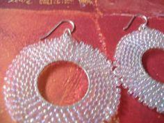 Pendientes de aro Beadwork - Cristal satinado Seed Bead aro con cuentas pendientes de