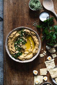 Hummus aus roten Linsen, gerösteten Möhren und Walnüssen!