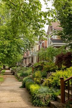 Kentucky travel.  Welcome to Newport's East Row Historic District (a.k.a. the second largest historic district in Kentucky). The homes here -- along with those along the neighboring streets -- are pretty much exactly what you'd expect: colorful, gorgeous, and 100% unique. / Image: Daniel Smyth Photography