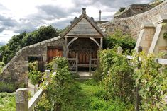 http://www.gardenvisit.com/uploads/image/image/859/85947/culross_palace_medieval_garden1_original.jpg
