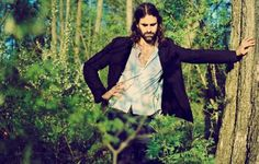 Andrew Wyatt, the front man of Miike Snow, has announced his first solo project, Descender, due for release on Downtown Records on 15th April.     The album features Prague's 75-piece Philharmonic Orchestra, and includes cameos from Anthony Rossomando of The Libertines, Brad Traux (formerly of Interpol) and John Herndon of Tortoise.     Stream the first single, 'And Septimus...' -- http://www.thelineofbestfit.com/news/latest-news/miike-snow-frontman-preps-solo-album-streams-new-track-118814
