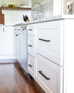 Another touch of black is found in these Top Knobs Noveau III pulls and knobs in matte black. I love the clean lines of the Shaker style drawer fronts and ... & A Simple Kitchen Update | The Fresh Exchange - Behr\u0027s Ultra Pure ...