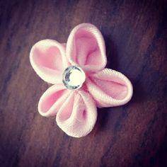 Kanzashi di Ely ( e non solo ): Fiorellino Rosa