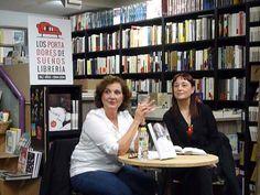 """Presentación """"Los pasos que nos separan"""" de Marian Izaguirre. La autora estuvo acompañada por Teresa Agustín."""