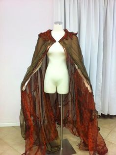 "The last pinner said ""Love this cape.  Would probably never wear it.  But loves it.""  I would TOTALLY wear this cape. It says Autumn at the Renaissance Festival perfectly."