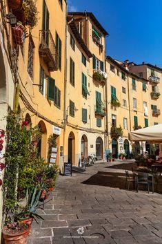 Piazza dell'anfiteatro, Lucca, Italy.