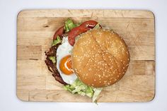 Corned Beef Burgers with Stout Mustard and Fried Egg Burger Toppings, Burger Recipes, Grilling Recipes, Savoury Recipes, How To Cook Burgers, Beef Burgers, Grilled Seafood, Grilled Meat, Leftover Corned Beef Recipe