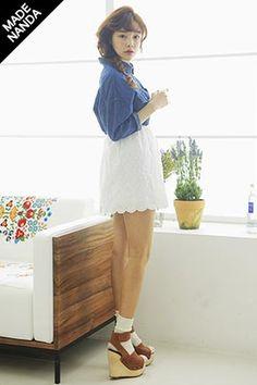 Today's Hot Pick :清純鏤空蕾絲裙 http://fashionstylep.com/SFSELFAA0013627/stylenandatw/out 時尚打孔設計清純蕾絲裙 100%面料 穿著舒服透氣 上身配牛仔襯衫或簡約襯衫都很棒 讓你的可愛指數直線上升哦~~! ^^