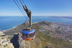 Table Mountain -  Ne ratez pas la vue imprenable qui s'offre à vous depuis la Montagne de la Table. Empruntez le cable pour vous rendre au sommet et profitez du panorama !