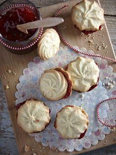 Βουτήματα σακούλας με μαρμελάδα φράουλα - www.olivemagazine.gr Sweet Recipes, Donuts, Cookie Recipes, Deserts, Muffin, Food And Drink, Pie, Favorite Recipes, Sweets