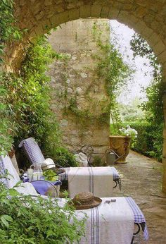 Time for a nap !! Sooo charming with all the stone walls- love the arch!