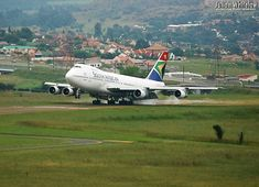 SAA History - Photo's here please. 747 Jumbo Jet, Air Company, Boeing Aircraft, Aircraft Photos, Rugby World Cup, Commercial Aircraft, Flight Deck, History Photos, Air Show