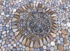 Pebble art from Hungary by Tamas Kanya Mosaic Stepping Stones, Pebble Mosaic, Stone Mosaic, Mosaic Art, Mosaic Garden, Pebble Stone, Stone Art, Land Art, Stone Decoration