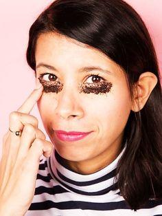 Egal ob Kaffee-Junkie oder nicht mit unseren 5 Beauty-Tricks mit Kaffeesatz, wird eure Haut und euer Haar strahlen wie nie.