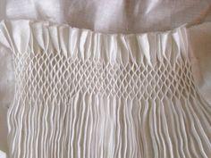 Medieval Silkwork: Smocked apron tutorials