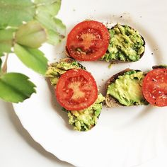 """""""I've been testing my gluten free boundaries and seeing what I can and can't tolerate. I can handle oats and I've been trialling spelt and rye and so far so good! I do feel pretty lucky to only have a gluten intolerance and not celiac disease, it definitely makes things easier. This is mashed avocado on spelt/rye bread toast with tomato, salt, pepper, Chilli oil and lemon juice """" Photo taken by @superfoodsiobhan on Instagram, pinned via the InstaPin iOS App! http://www.instapinapp.com…"""