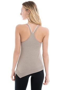 This pose-perfect tank moves beyond the mat / Cette camisole vous permet de garder la pose.