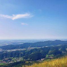 Ieri una bella escursione in Valle Imagna verso il Monte Linzone. Già durante la salita si possono ammirare splendidi panorami. Per fortuna il caldo non era troppo intenso! #montagna #trekking