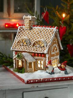 These holiday party themes are going to have your guests talking about it for days! Here are some of the top Christmas party ideas for you! Gingerbread Dough, Gingerbread Village, Christmas Gingerbread House, Noel Christmas, Christmas Goodies, Christmas Treats, Christmas Baking, Christmas Decorations, Cool Gingerbread Houses