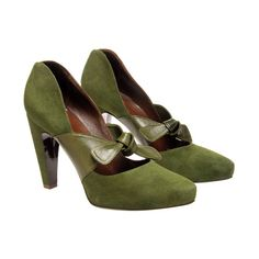 Suede bow-front shoes (35.320 RUB) ❤ liked on Polyvore featuring shoes, pumps, heels, green, cipele, balenciaga, high heeled footwear, suede shoes, green suede shoes and high heel court shoes