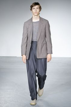 See the complete E. Tautz Spring 2018 Menswear collection.