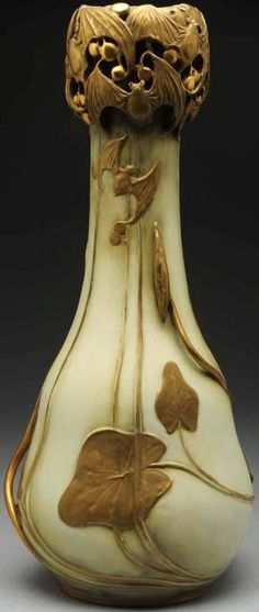 Amphora Berry and Bat Vase - Photo Courtesy of Morphy Auctions
