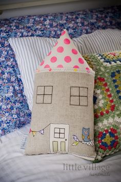 A sweet little house cushion combining some of our favourite trends - neon, dots and vintage.  The roof has been hand painted with neon pink dots (with a touch of sparkle in the paint) and the trim has been hand stitched with a combination of neon and pastel sequins, unique to each cushion.  Appox 40cm x 24cm, made from high quality linen, new and vintage fabrics and backed in blue and white stripe cotton, double stitched and perfect for hugs.   Spot clean is best and hand beaded  trim ma…