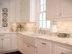 Beautiful white kitchen cabinet decor ideas (75)