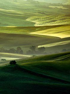 La Bella Toscana, Italy by Artur Magdziarz Love the green shades! Wonderful Places, Beautiful Places, Zantangle Art, Landscape Photography, Nature Photography, Tuscany Italy, Sorrento Italy, Italy Italy, Naples Italy