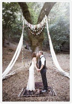 15 DIY wedding canopy and arch ideas Pagan Wedding, Wedding Altars, Tree Wedding, Diy Wedding, Wedding Ceremony, Wedding Ideas, Wedding Arches, Wedding Photos, Gypsy Wedding