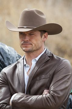 What is it about a man in a cowboy hat? Know how to wear it, be confident in it and all males can do it ! Rugged Style, Paris Jackson, Grunge Outfits, Bailey Chase, Chapeau Cowboy, Hot Country Boys, Cowboy Love, Paisajes, Cowgirl Wedding