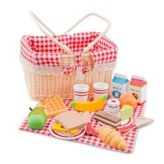 New Classic Toys - Picnic Basket with Play Food 2 Such a cute picnic hamper for all that imaginary play #EntropyWishList #PinToWin