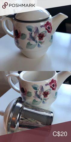 Spotted while shopping on Poshmark: Indigo Loose-Leaf Teapot! Coffee And Tea Accessories, Teapot, Pink White, Indigo, My Favorite Things, Kitchen, Closet, Fashion Tips, Shopping